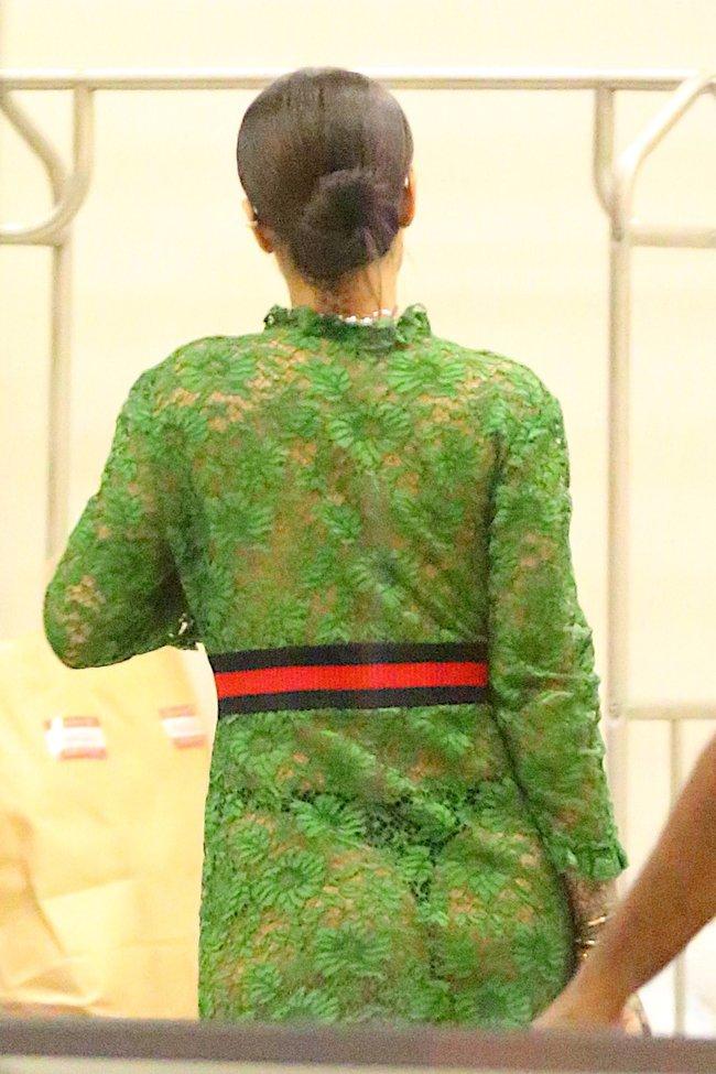 Рианна обернулась в занавеску: сосок дышит свежим воздухом: rihanna-12_Starbeat.ru