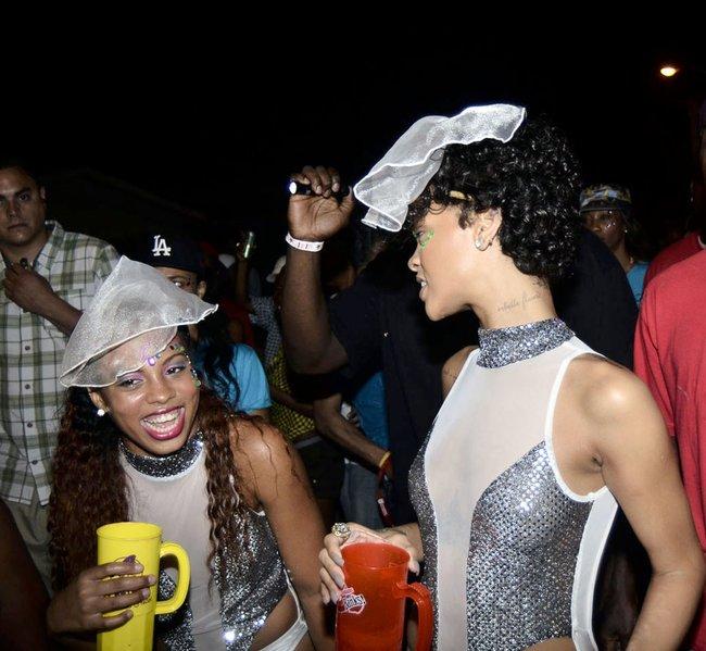 Рианна на ежегодном фестивале «Crop Over», Барбадос: rihanna-241_Starbeat.ru