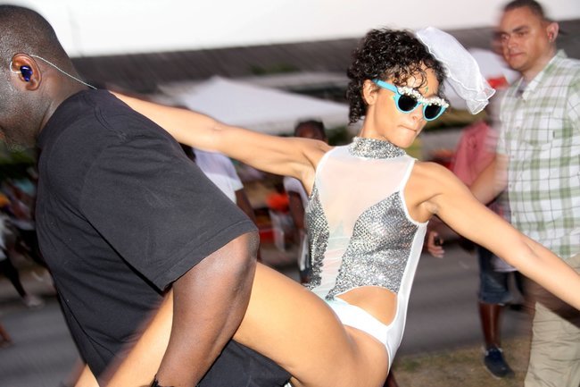 Рианна на ежегодном фестивале «Crop Over», Барбадос: rihanna-251_Starbeat.ru