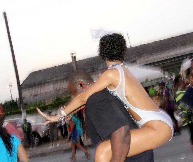 Рианна на ежегодном фестивале «Crop Over», Барбадос: rihanna-27_Starbeat.ru