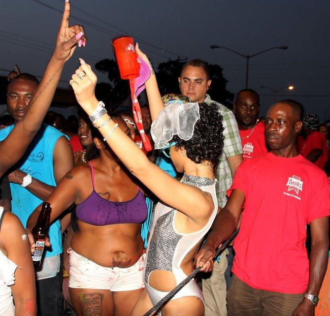 Рианна на ежегодном фестивале «Crop Over», Барбадос: rihanna-28_Starbeat.ru