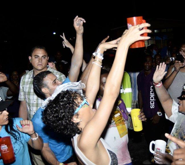 Рианна на ежегодном фестивале «Crop Over», Барбадос: rihanna-2_Starbeat.ru