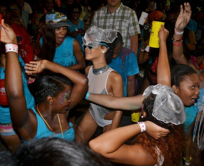 Рианна на ежегодном фестивале «Crop Over», Барбадос: rihanna-37_Starbeat.ru