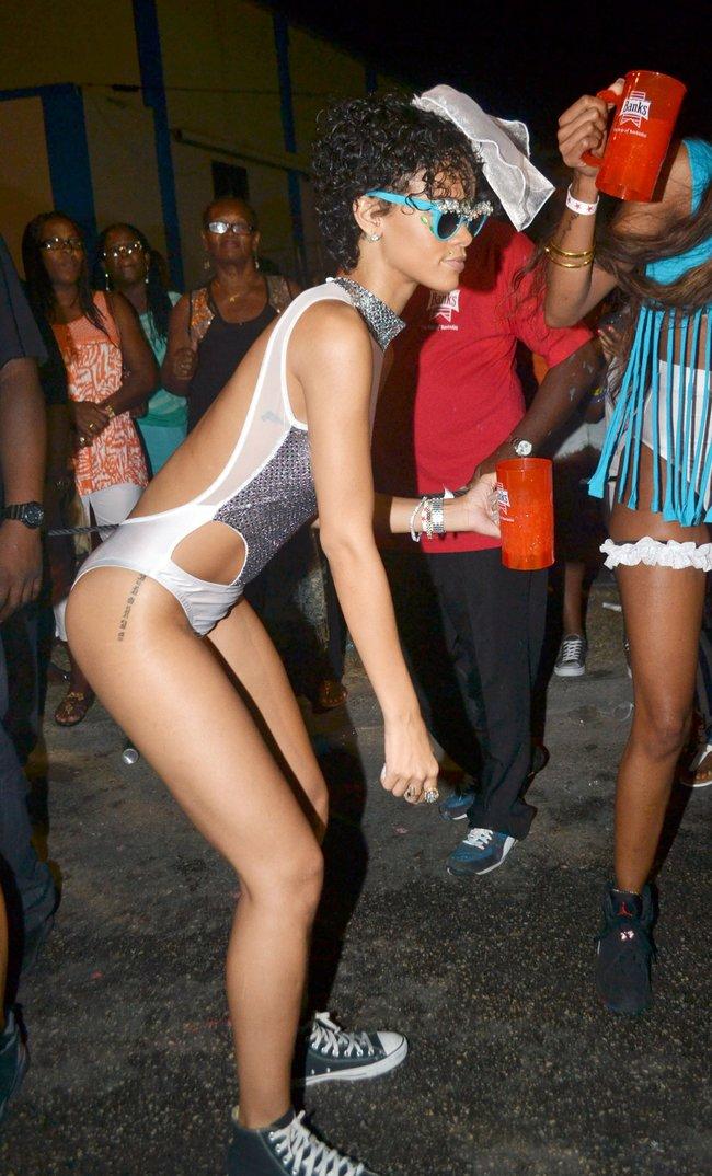 Рианна на ежегодном фестивале «Crop Over», Барбадос: rihanna-38_Starbeat.ru