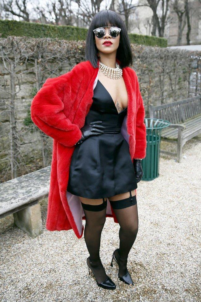 Модный показ «Christian Dior» в Париже посетила Рианна: rihanna-10_Starbeat.ru