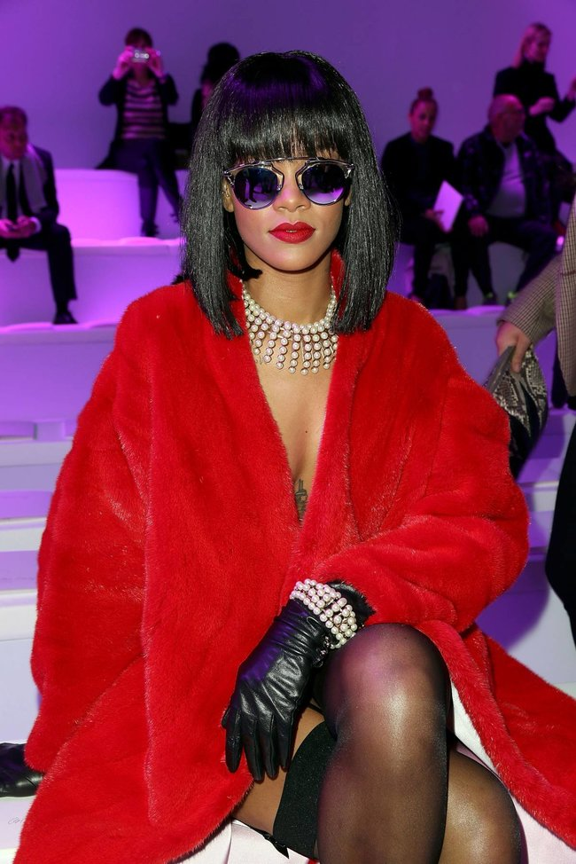 Модный показ «Christian Dior» в Париже посетила Рианна: rihanna-11_Starbeat.ru