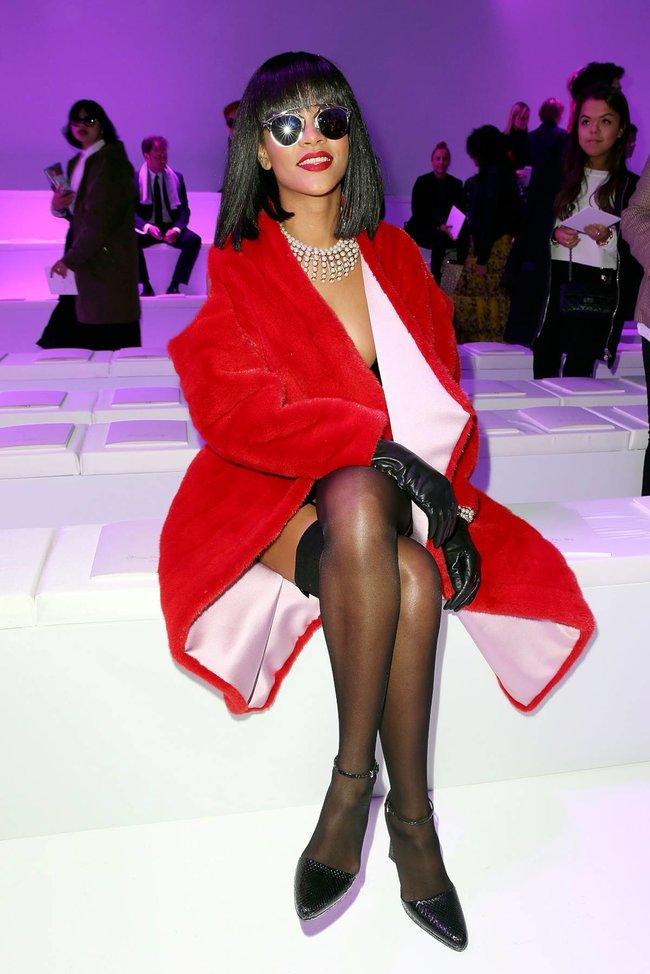 Модный показ «Christian Dior» в Париже посетила Рианна: rihanna-12_Starbeat.ru