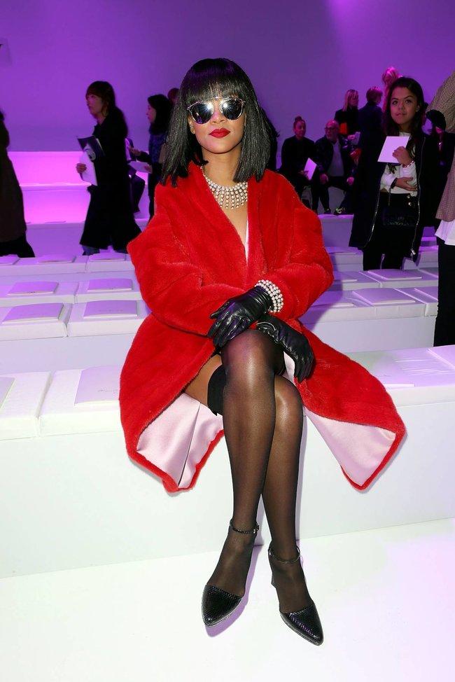 Модный показ «Christian Dior» в Париже посетила Рианна: rihanna-16_Starbeat.ru