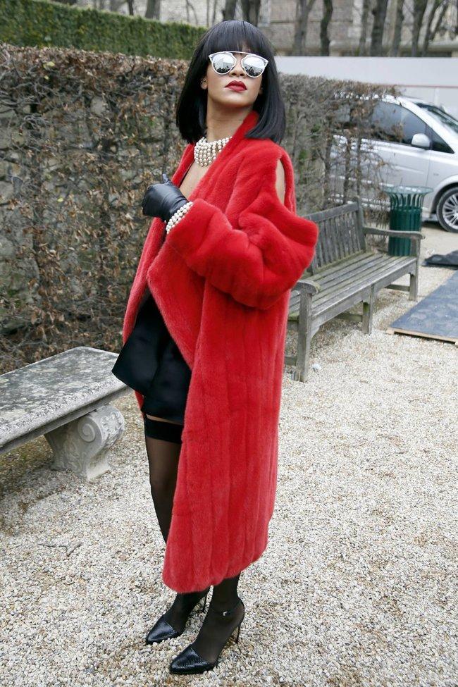 Модный показ «Christian Dior» в Париже посетила Рианна: rihanna-17_Starbeat.ru