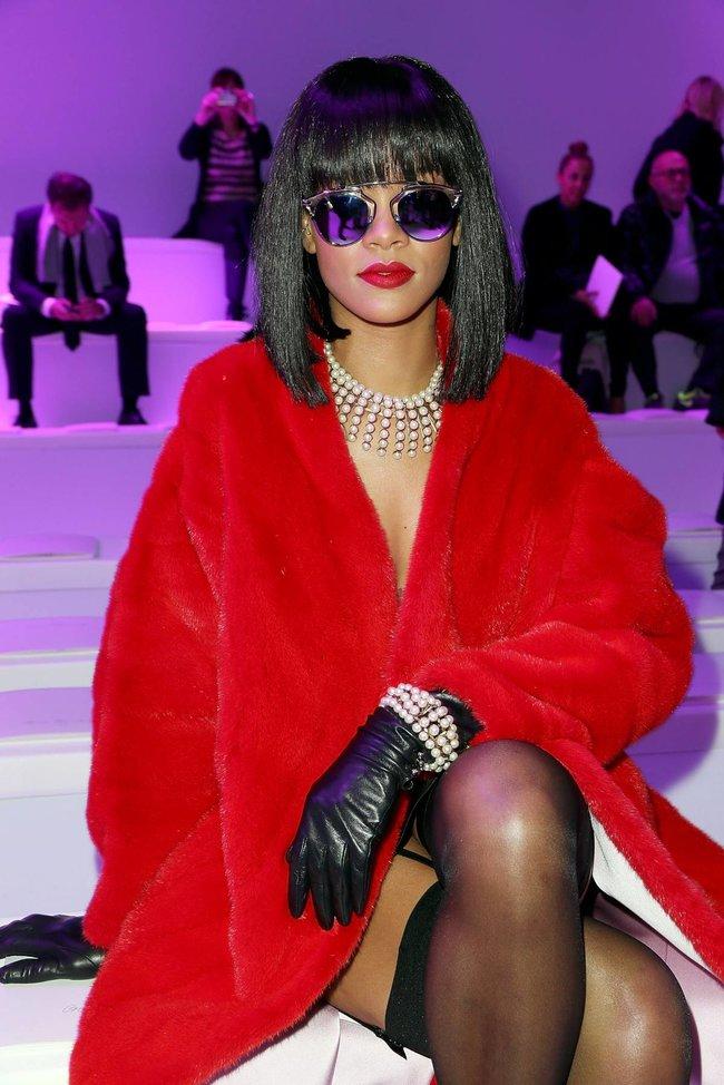 Модный показ «Christian Dior» в Париже посетила Рианна: rihanna-18_Starbeat.ru