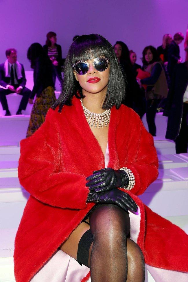 Модный показ «Christian Dior» в Париже посетила Рианна: rihanna-19_Starbeat.ru