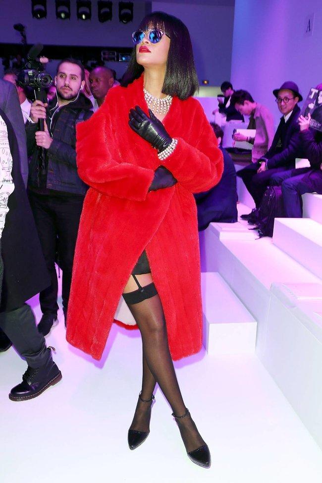 Модный показ «Christian Dior» в Париже посетила Рианна: rihanna-20_Starbeat.ru