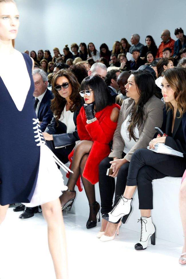Модный показ «Christian Dior» в Париже посетила Рианна: rihanna-21_Starbeat.ru