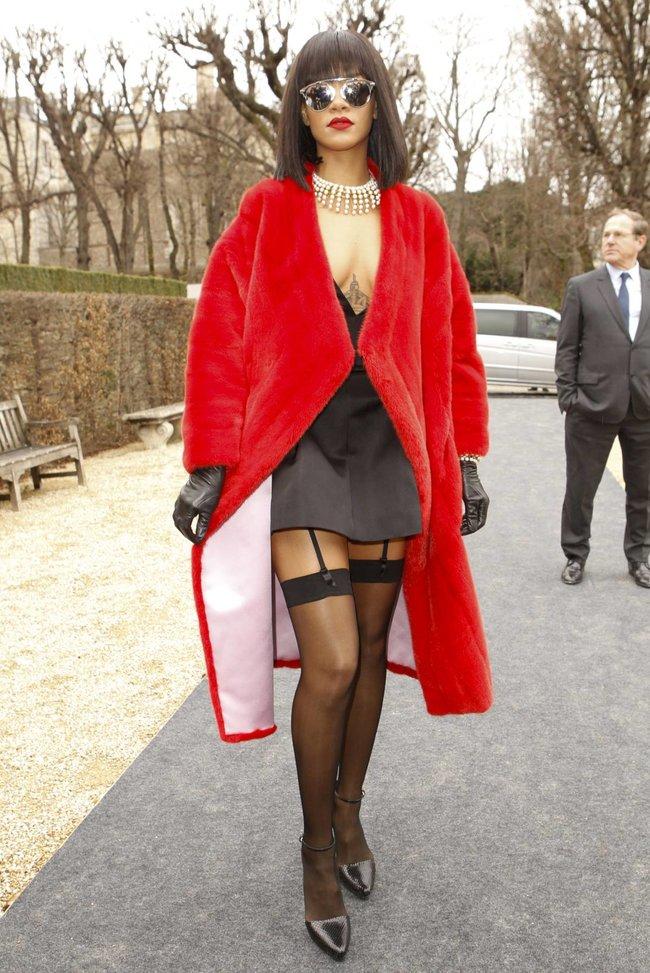Модный показ «Christian Dior» в Париже посетила Рианна: rihanna-4_Starbeat.ru