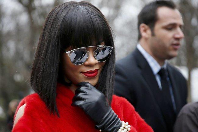 Модный показ «Christian Dior» в Париже посетила Рианна: rihanna-5_Starbeat.ru