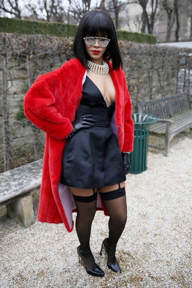 Модный показ «Christian Dior» в Париже посетила Рианна: rihanna-6_Starbeat.ru