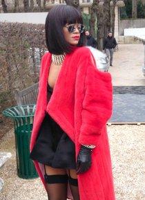 Модный показ «Christian Dior» в Париже посетила Рианна: rihanna-1_Starbeat.ru