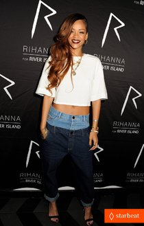Афтепати с Рианной в Лондоне: rihanna-double-jeans-look-at-river-island-after-party-01_Starbeat.ru