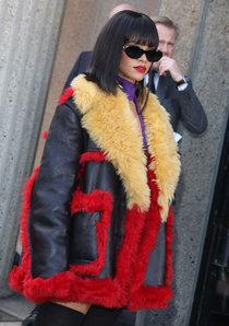 Рианна посетила модный показ «Miu Miu» в Париже: rihanna-miu-miu-fashion-show-in-paris--01_Starbeat.ru