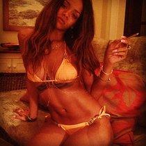 Твиттер Рианны: новые фото в бикини: Rihanna-New-Twitter-Bikini-Pics--01_Starbeat.ru