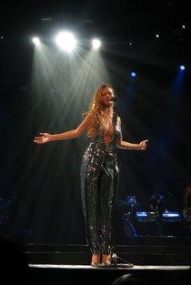 Живое выступление Рианны в Филадельфии: rihanna-113_Starbeat.ru