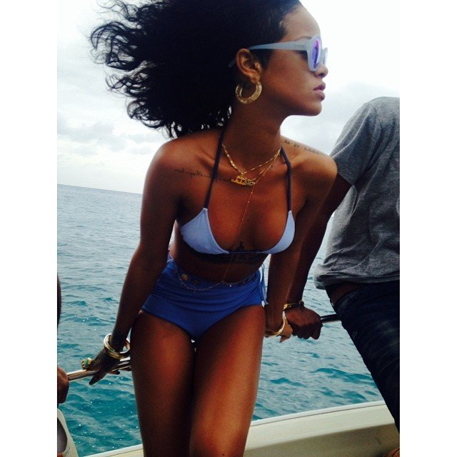Личные фотографии Рианны из Instagram (79 фото): the-80-hottest-rihanna-personal-pics-24_Starbeat.ru