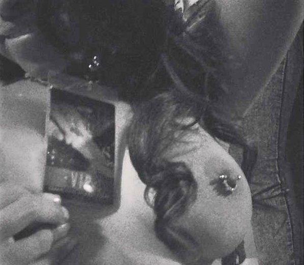 Личные фотографии Рианны из Instagram (79 фото): the-80-hottest-rihanna-personal-pics-54_Starbeat.ru