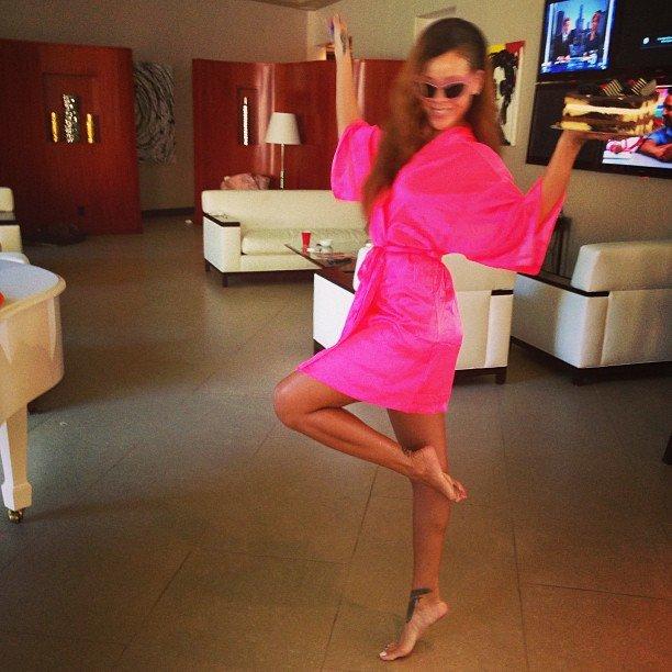 Личные фотографии Рианны из Instagram (79 фото): the-80-hottest-rihanna-personal-pics-67_Starbeat.ru