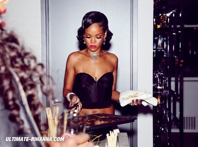 Личные фотографии Рианны из Instagram (79 фото): the-80-hottest-rihanna-personal-pics-71_Starbeat.ru