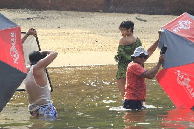 Рианна топлесс: на съемках фотосессии в Бразилии: rihanna-14_Starbeat.ru