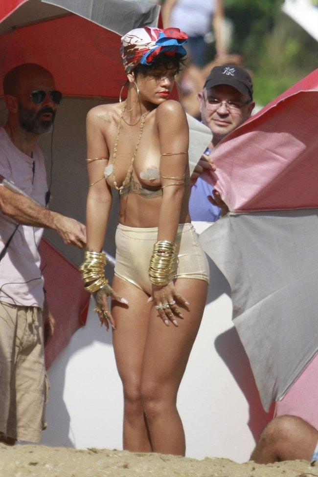 Рианна топлесс: на съемках фотосессии в Бразилии: rihanna-16_Starbeat.ru