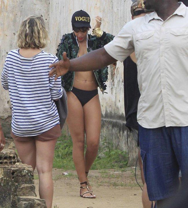 Рианна топлесс: на съемках фотосессии в Бразилии: rihanna-31_Starbeat.ru