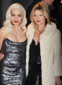 Рита Ора и Кейт Мосс на премии «British Fashion Awards» в Лондоне: rita-ora-2013-british-fashion-awards--02_Starbeat.ru