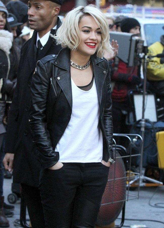 Рита Ора на съемках рекламы для «DKNY» в Нью-Йорке: rita-ora---on-set-of-a-dkny-in-nyc--15_Starbeat.ru