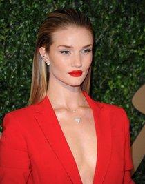 Роузи Хантингтон-Уайтли случайно показала грудь на «British Fashion Awards» в Лондоне: rosie-huntington-whiteley-1_Starbeat.ru