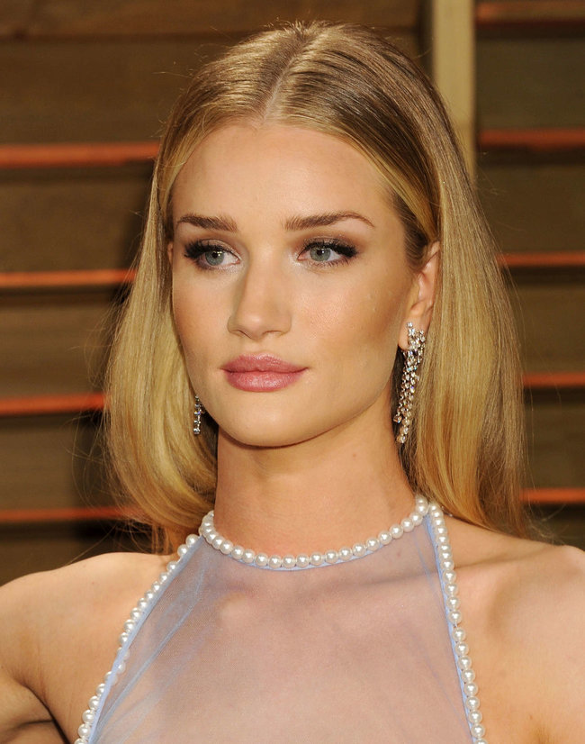 Пост-оскаровская вечеринка «Vanity Fair»: Роузи Хантингтон-Уайтли: rosie-huntington-whiteley-oscar-2014---vanity-fair-party--06_Starbeat.ru