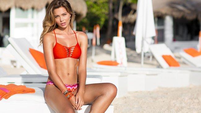 Сандра Кубика шарится по пляжу и рекламирует трусняки «Luli Fama»: sandra-kubicka-14_Starbeat.ru
