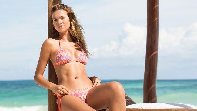 Сандра Кубика шарится по пляжу и рекламирует трусняки «Luli Fama»: sandra-kubicka-4_Starbeat.ru
