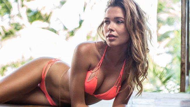 Сандра Кубика шарится по пляжу и рекламирует трусняки «Luli Fama»: sandra-kubicka-6_Starbeat.ru