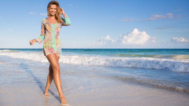 Сандра Кубика шарится по пляжу и рекламирует трусняки «Luli Fama»: sandra-kubicka-9_Starbeat.ru