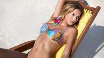 Сандра Кубика шарится по пляжу и рекламирует трусняки «Luli Fama»: sandra-kubicka-20_Starbeat.ru