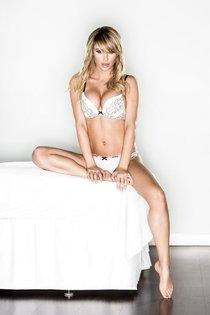 Фотосессия Сары Джин Андервуд для рекламы белья: sara_jean_underwood-4_Starbeat.ru
