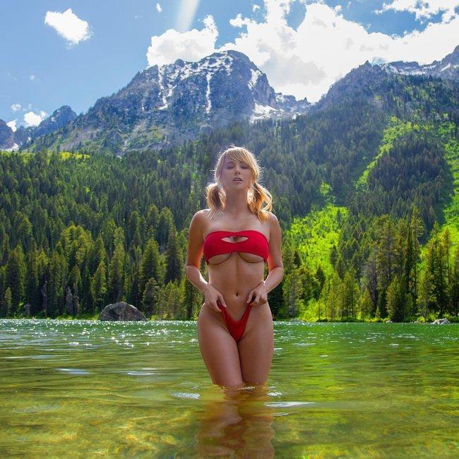 Сара Джин Андервуд лазит по необитаемым местам и показывает булки зверям: sara-underwood-22_Starbeat.ru