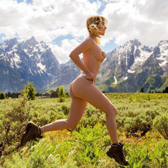 Сара Джин Андервуд лазит по необитаемым местам и показывает булки зверям: sara-underwood-35_Starbeat.ru
