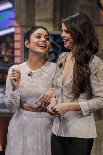 Селена Гомес и Ванесса Хадженс на телешоу «El Hormiguero» в Мадриде: Selena-Vanessa-1_Starbeat.ru