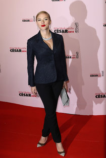 Скарлетт Йоханссон на кинопремии «Сезар 2014» в Париже: scarlett-johansson-2014-cesar-film-awards--03_Starbeat.ru