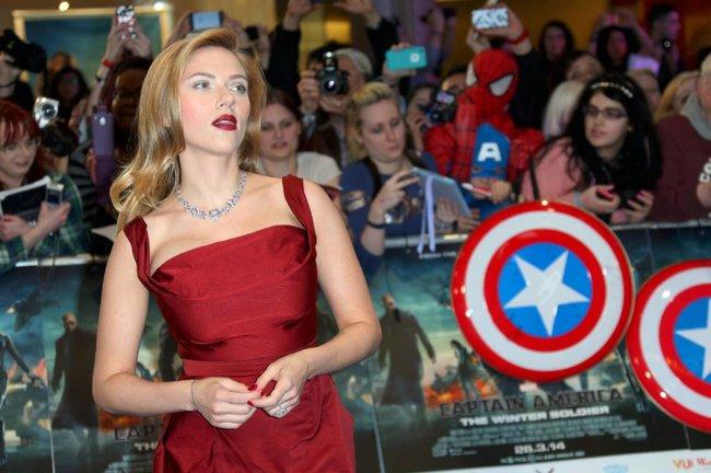 Лондонская премьера фильма «Первый мститель: Другая война»: Скарлетт Йоханссон: scarlett-johansson-122_Starbeat.ru