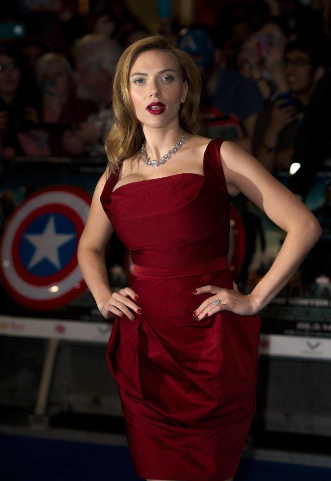 Лондонская премьера фильма «Первый мститель: Другая война»: Скарлетт Йоханссон: scarlett-johansson-52_Starbeat.ru