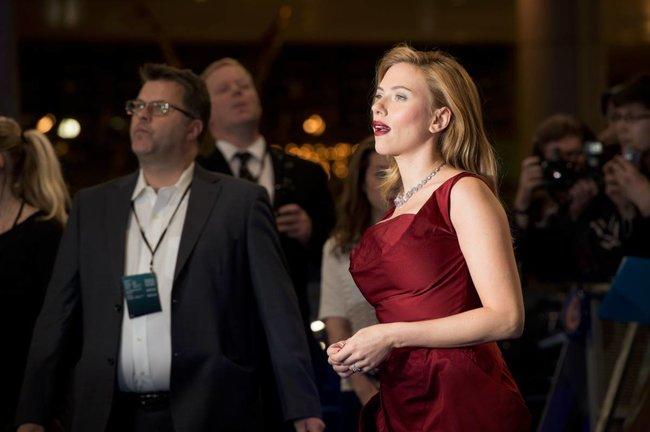 Лондонская премьера фильма «Первый мститель: Другая война»: Скарлетт Йоханссон: scarlett-johansson-82_Starbeat.ru