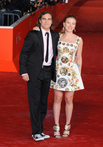 Римская премьера фильма «Она» со Скарлетт Йоханссон и Хоакином Фениксом: scarlett-johansson-her-premiere--02_Starbeat.ru